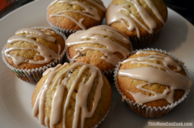 Glazed Chocolate Chip Banana Muffins Recipe - This Mom Can Cook - Easy ...
